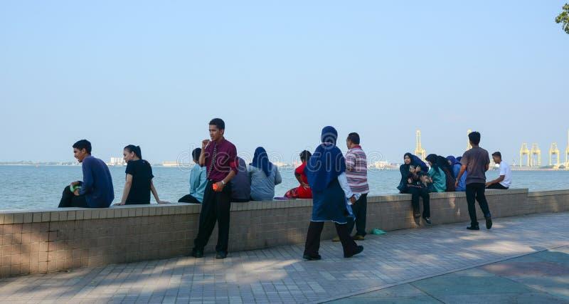 Mensen die bij Oceaanpark in Penang, Maleisië ontspannen stock afbeeldingen