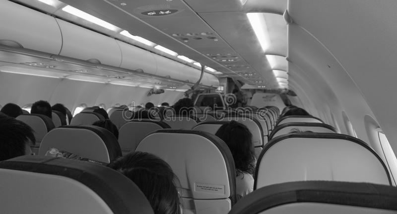 Mensen die binnen het vliegtuig in Saigon, Vietnam zitten stock afbeelding