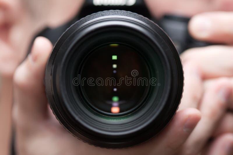 Mensen die camera houden stock afbeelding