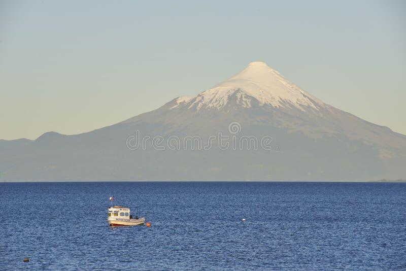 Mensen die en van sporten in het meer van Puerto Varas, Chili genieten doen stock foto's