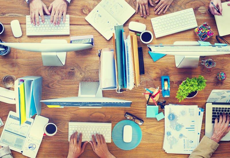 Mensen die het Concept van het Werkplekbureau werken stock foto's