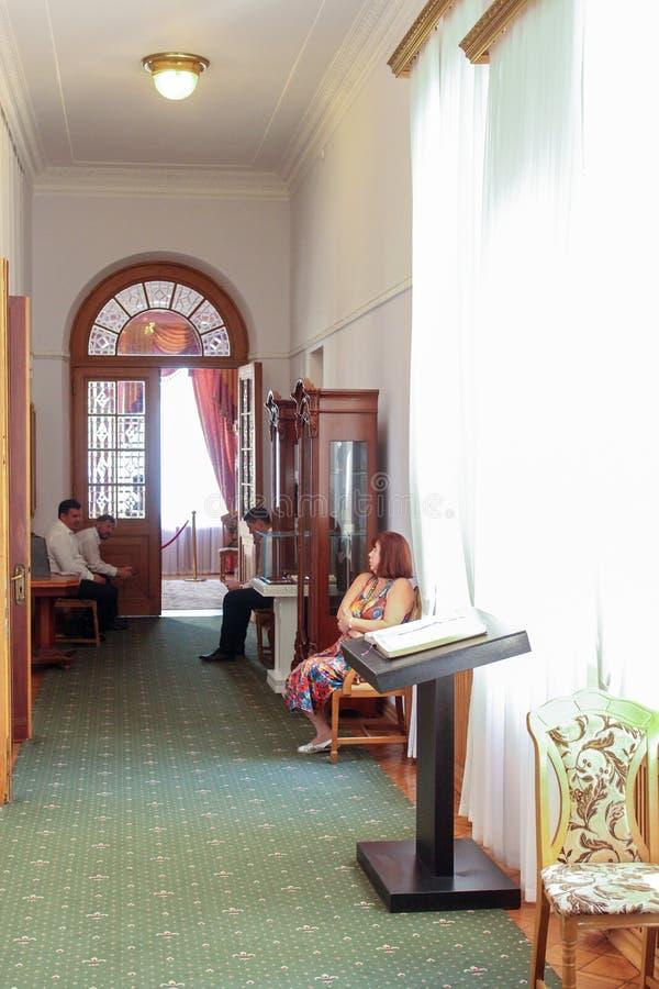 Mensen die in het paleis werken stock fotografie