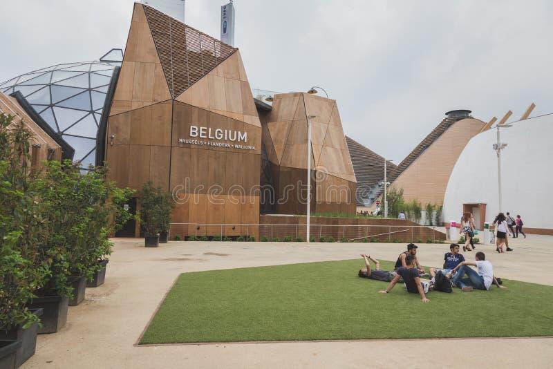 Mensen die het paviljoen van België bezoeken in Expo 2105 in Milaan, Italië royalty-vrije stock foto