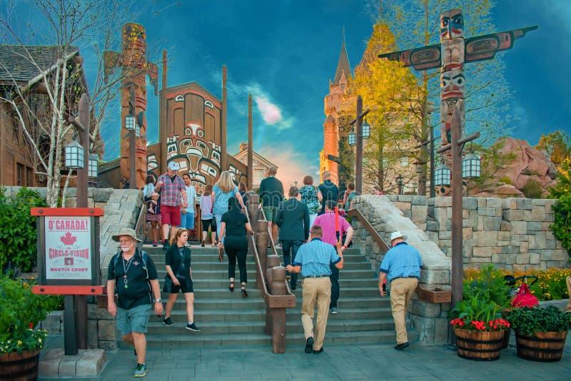 Mensen die in het Paviljoen van Canada in Epcot in Walt Disney World lopen royalty-vrije stock foto
