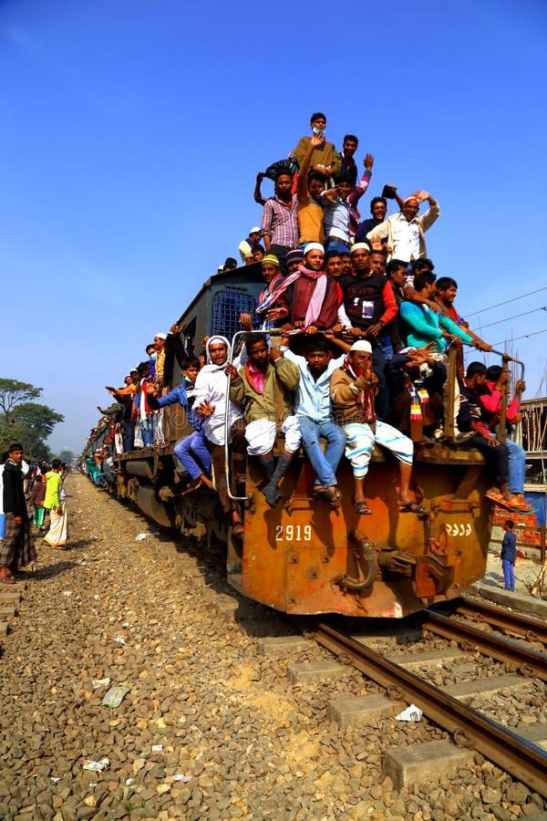 Mensen die naar de Globale Congregatie van Ijtema gaan stock afbeeldingen