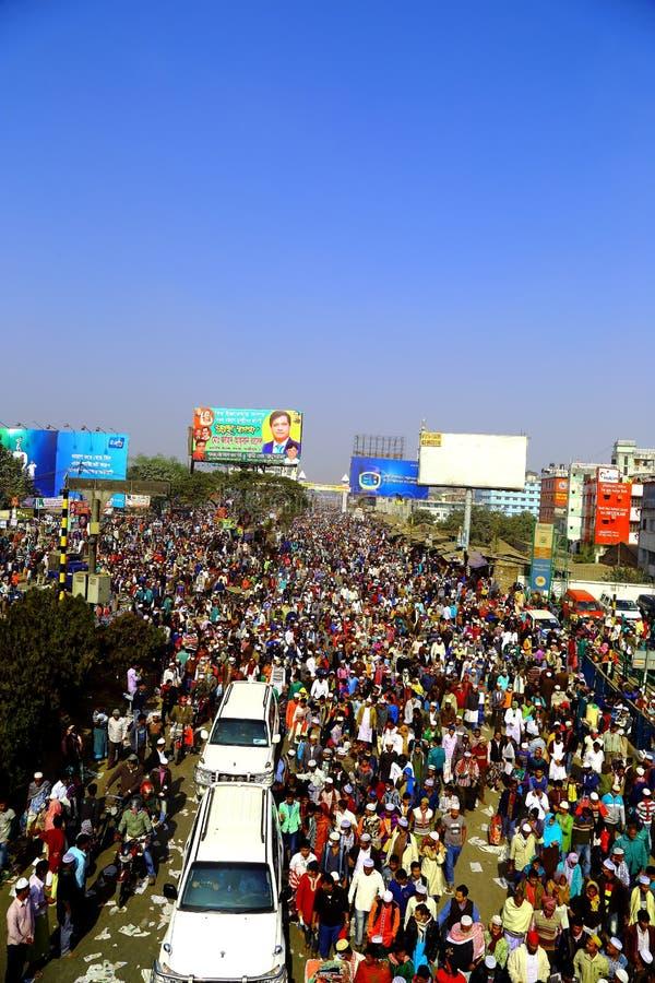 Mensen die naar de Globale Congregatie van Ijtema gaan royalty-vrije stock afbeelding