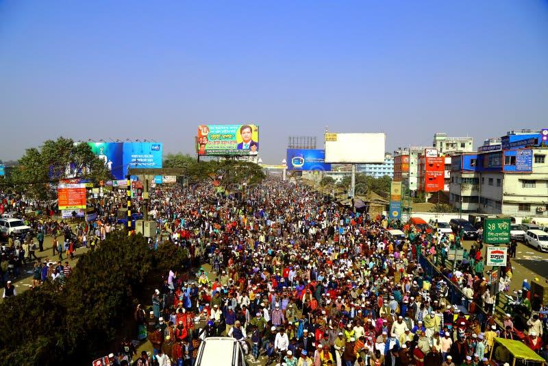 Mensen die naar de Globale Congregatie van Ijtema gaan stock afbeelding