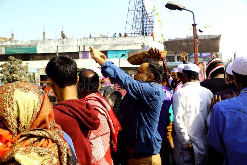 Mensen die naar de Globale Congregatie van Ijtema gaan stock fotografie