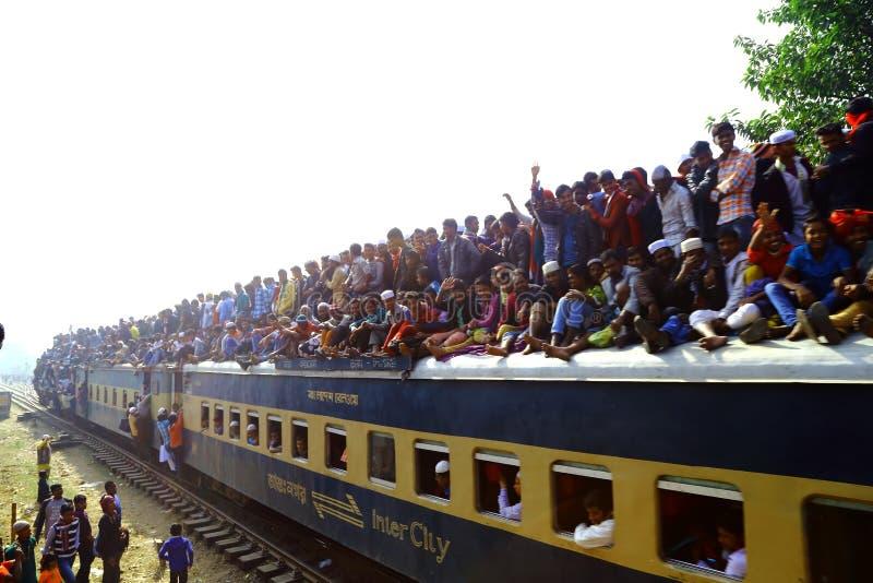 Mensen die naar de Globale Congregatie van Ijtema gaan stock foto's