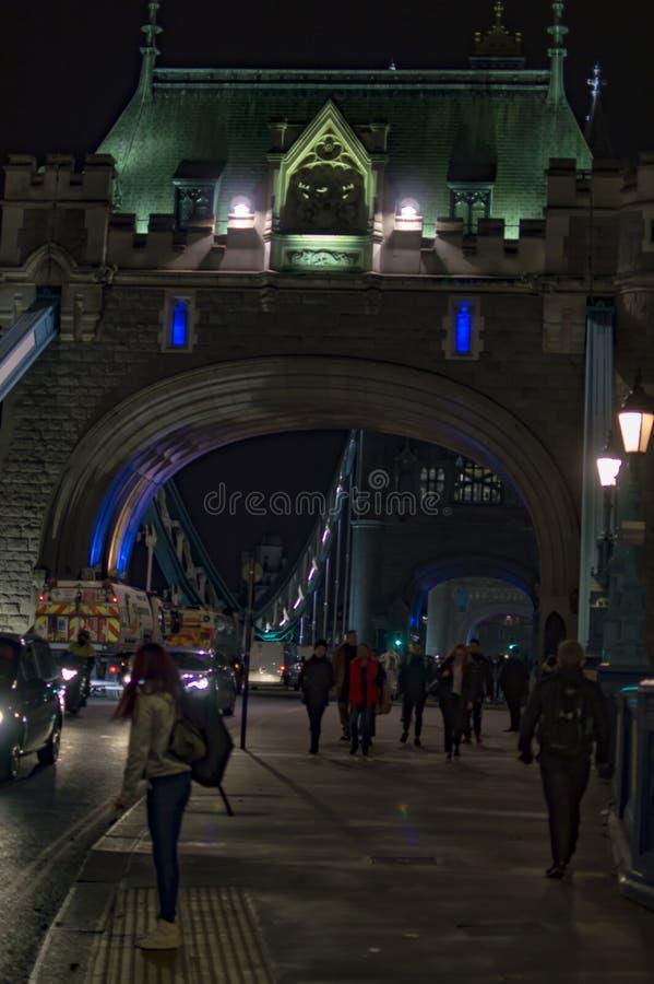 Mensen die naar huis in Londen gaan stock foto's
