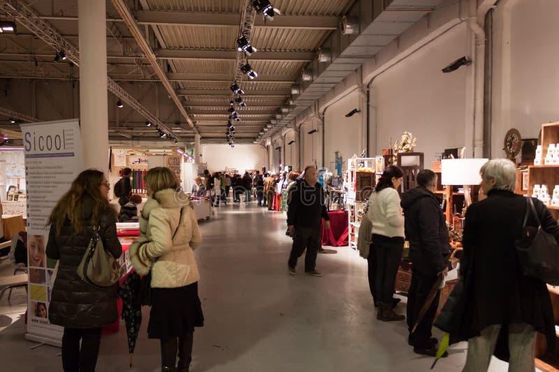 Mensen die Olis-Festival in Milaan, Italië bezoeken royalty-vrije stock afbeeldingen