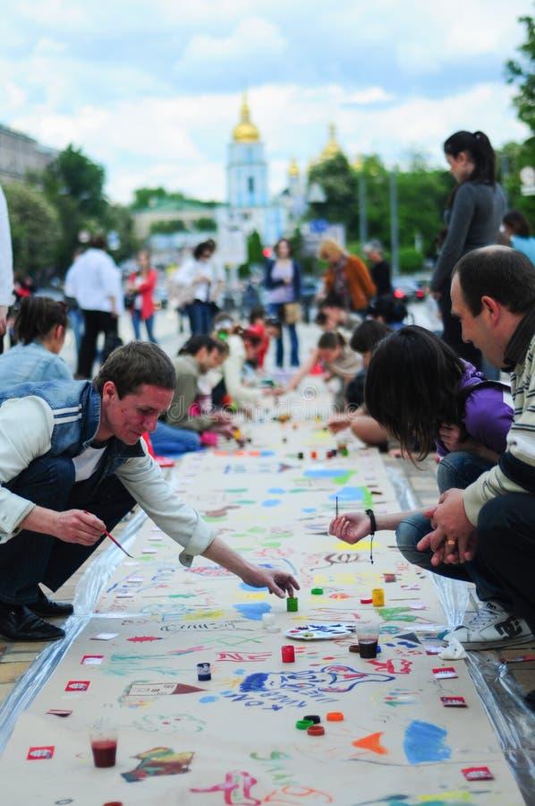Mensen die op de straat in Kiev schilderen royalty-vrije stock afbeeldingen