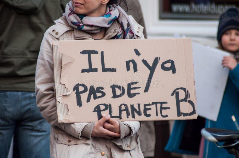 mensen die tegen het globale verwarmen en voor sparen de planeet protesteren royalty-vrije stock fotografie