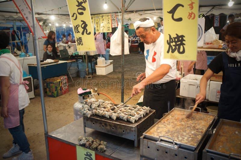 Mensen die Tenjin-van Festival, Osaka Japan, Maandag, 23 genieten Juli stock foto's