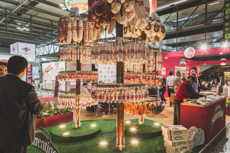 Mensen die Tuttofood 2015 in Milaan, Italië bezoeken royalty-vrije stock foto