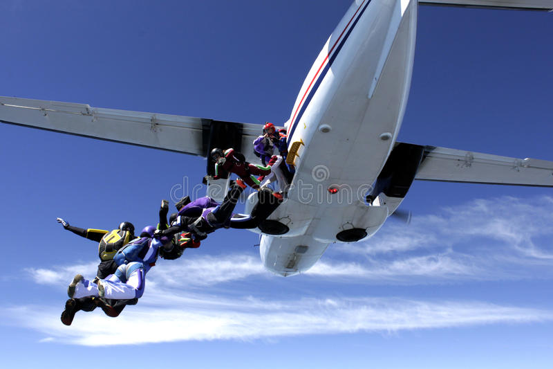 Mensen die van vliegtuig vallen royalty-vrije stock foto