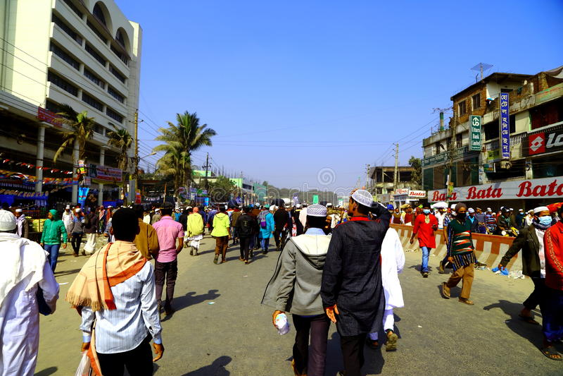 Mensen die zich aan de Globale Congregatie van Ijtema bewegen stock foto's