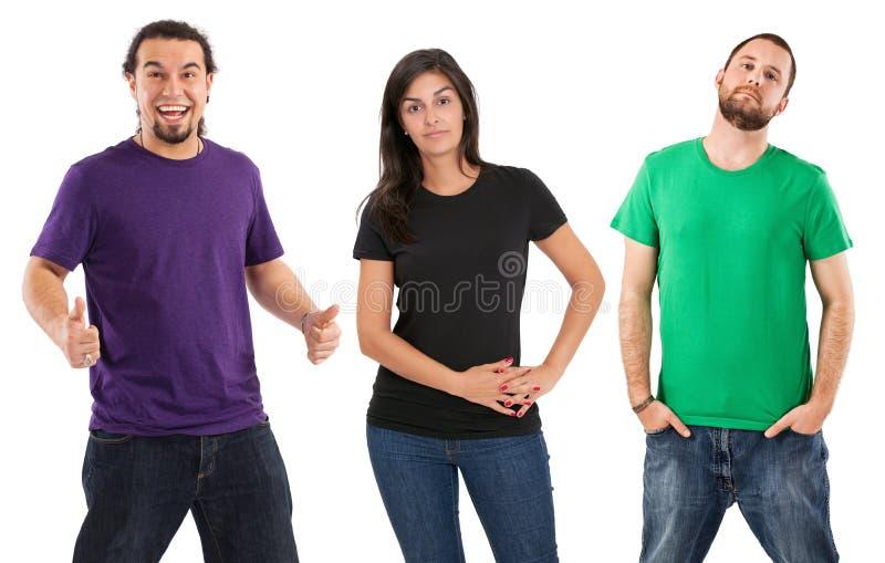 Mensen die zich met lege overhemden bevinden royalty-vrije stock foto