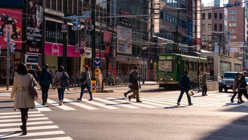 mensen dwarsstraat in Susukino, Sapporo royalty-vrije stock fotografie