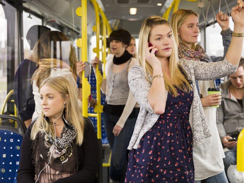 Mensen in een bus royalty-vrije stock afbeeldingen