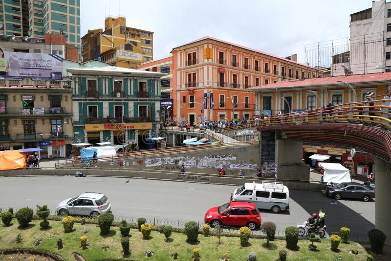 Mensen in een centrale straat van La Paz de stad in, Bolivië stock fotografie