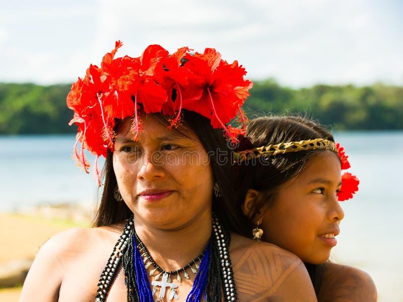 Mensen in EMBERA-DORP, PANAMA royalty-vrije stock afbeeldingen