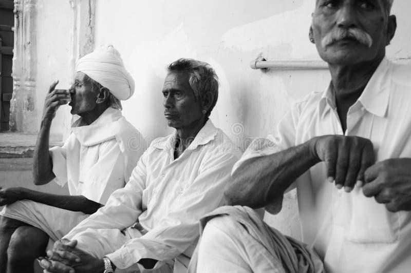 Mensen in Indisch Dorp stock afbeelding