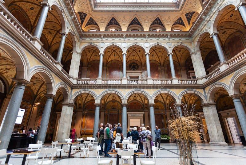 Mensen in MAK - Oostenrijks Museum van Toegepaste Arts. stock foto