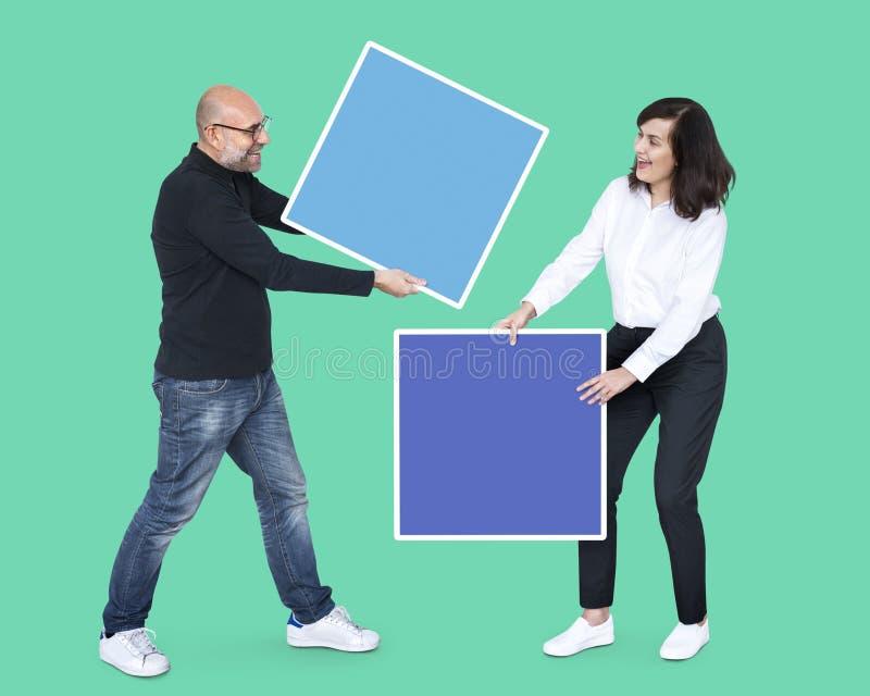 Mensen met lege kleurrijke dozen royalty-vrije stock afbeeldingen