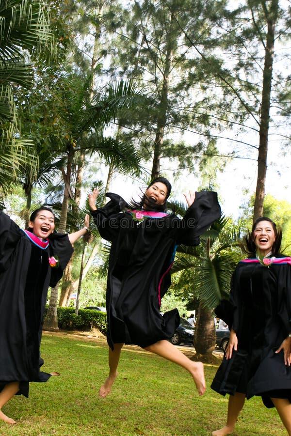 Mensen met universitaire diploma's stock foto's