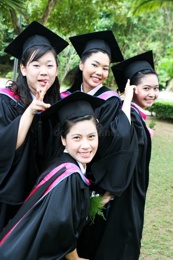 Mensen met universitaire diploma's royalty-vrije stock foto's