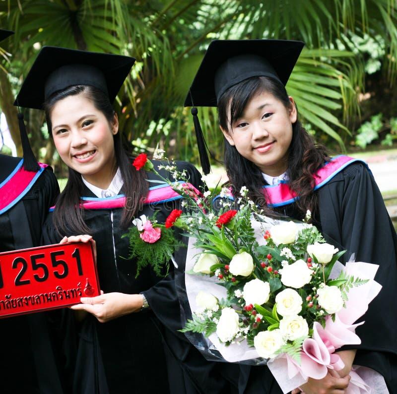 Mensen met universitaire diploma's stock foto