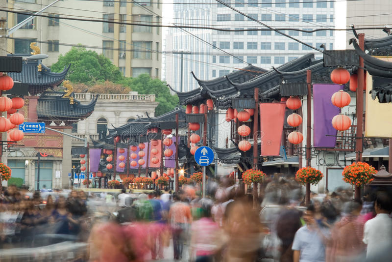 Mensen op Chinese straat, Shanghai stock afbeeldingen