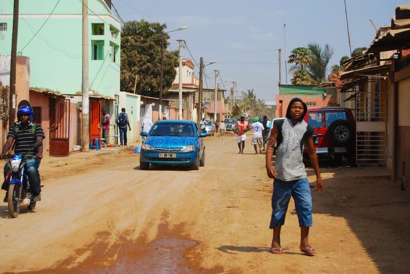Mensen op de straten van de hoofdstad Luanda van Angola stock afbeelding