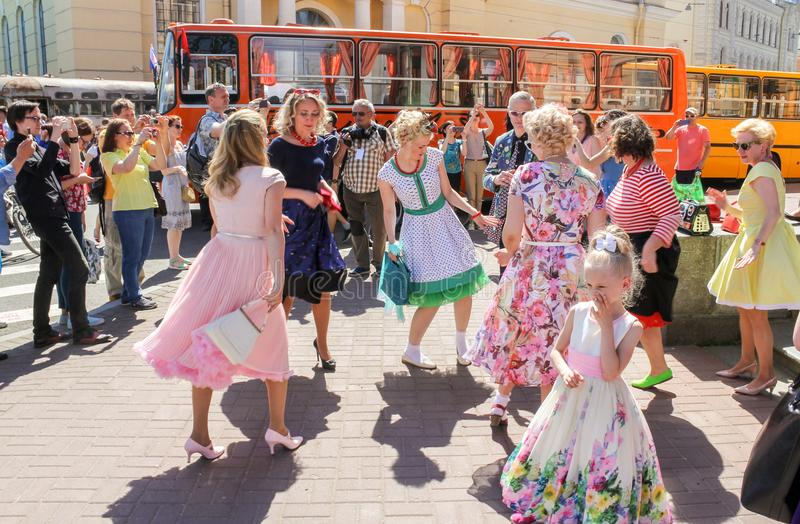 Mensen op de vakantie van de stadsdag royalty-vrije stock afbeelding