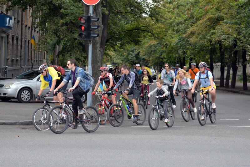 Mensen op fietsen royalty-vrije stock fotografie