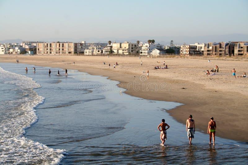 Mensen op het strand stock fotografie