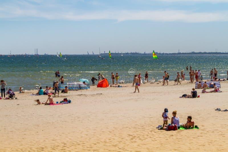 Mensen op het strand, Sopot royalty-vrije stock afbeelding