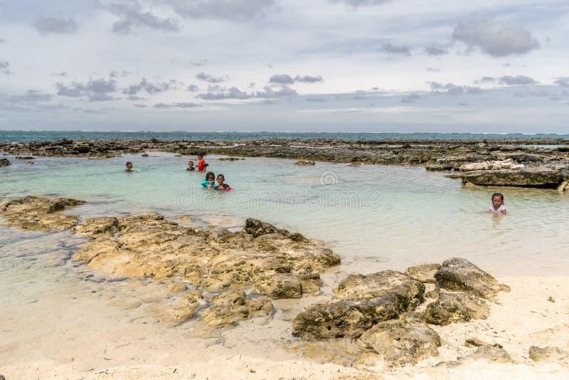 Mensen op vakantie op het Guyam-eiland, Siargao, Filippijnen, 27 April, 2019 stock fotografie