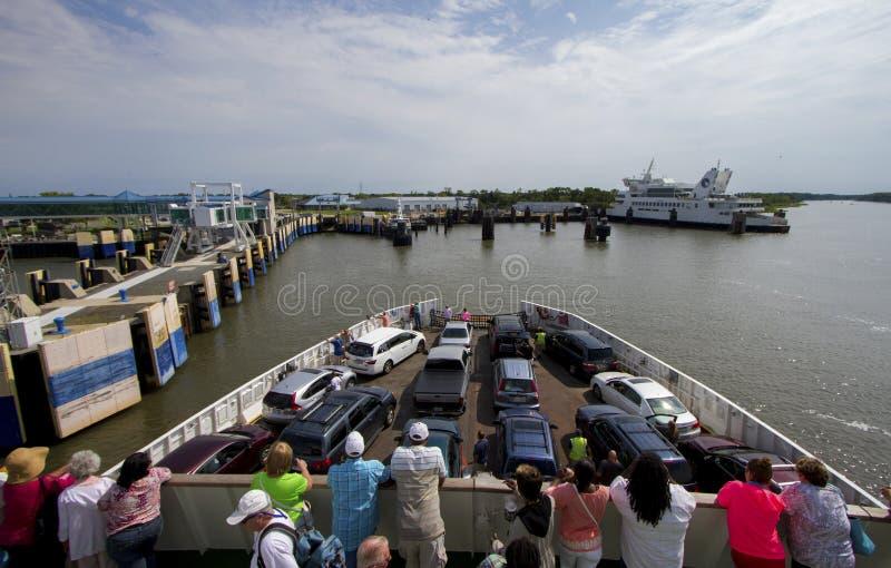 Mensen op veerboot stock afbeelding