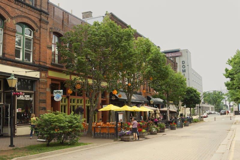 Mensen op Victoria Row in Charlottetown in Canada stock foto's
