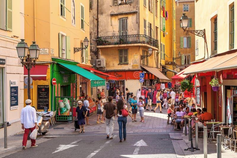 Mensen in Oude Stad van Nice, Frankrijk stock afbeeldingen