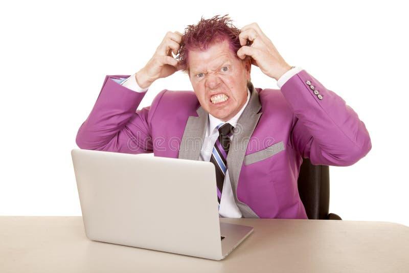 Mensen purpere kostuum en gek haarlaptop stock afbeelding
