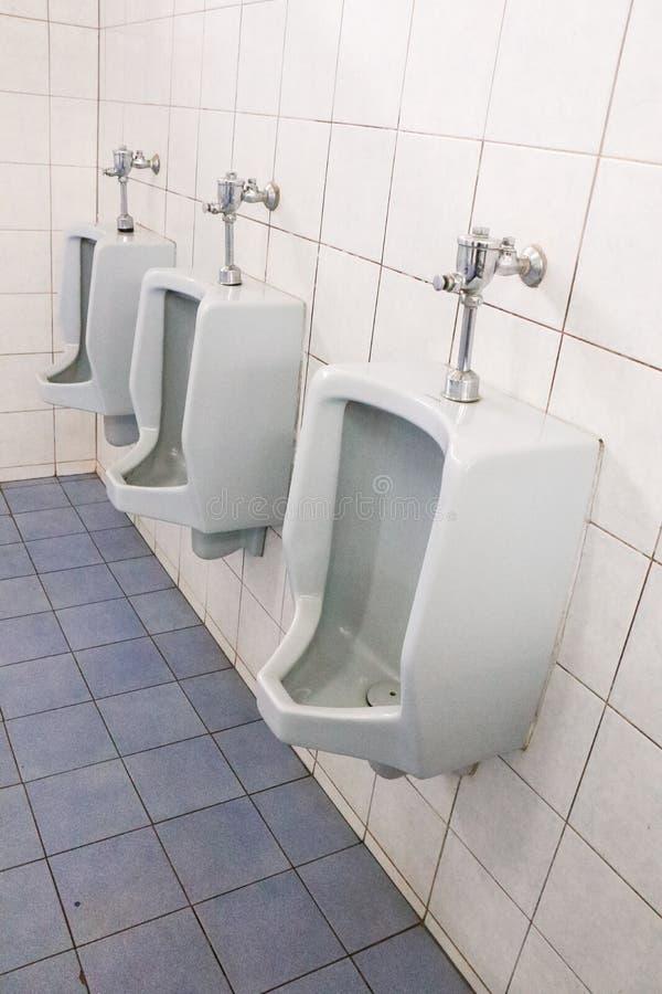 Mensen` S Badkamers, Ontwerp Van Witte Ceramische Urinoirs Voor ...