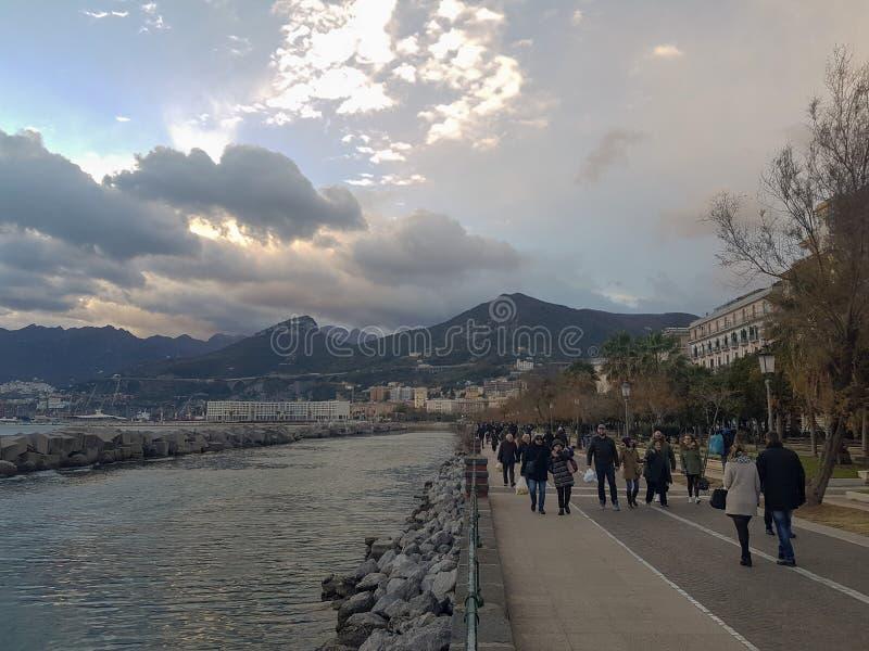 Mensen in Salerno, Italië stock foto's