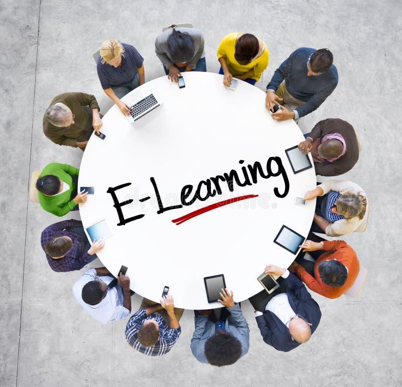 Mensen Sociaal Voorzien van een netwerk en e-Lerend Concept stock afbeeldingen