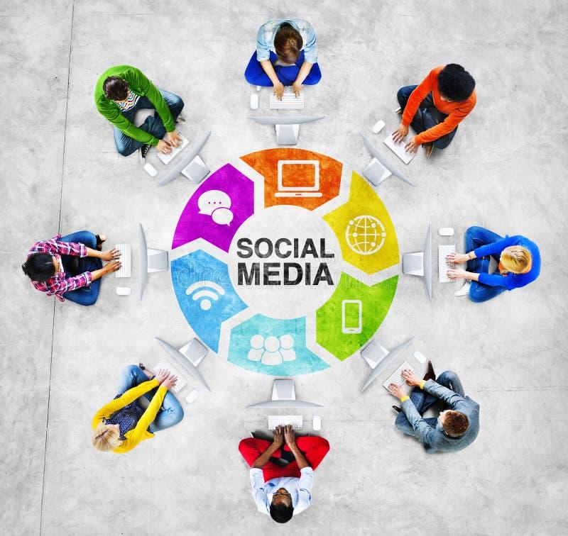 Mensen Sociaal Voorzien van een netwerk en Sociaal Media Concept stock foto's
