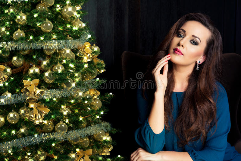 Mensen, vakantie en glamourconcept De tijd van Kerstmis stock foto's