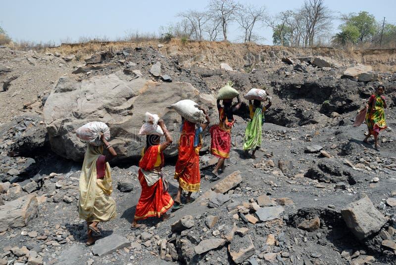 Mensen van het Jharia koolmijnengebied in India stock fotografie