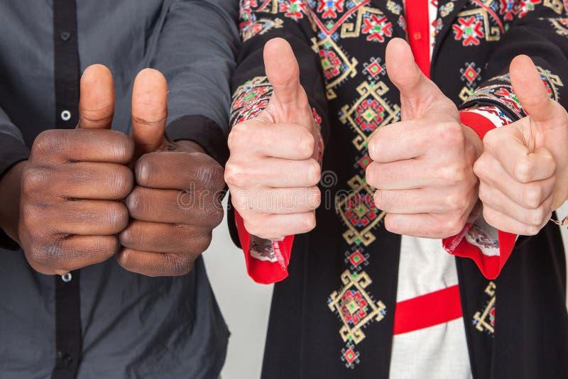Mensen van verschillende nationaliteiten Het concept vriendschap, mededeling, groepswerk, onderwijs, rekrutering stock fotografie